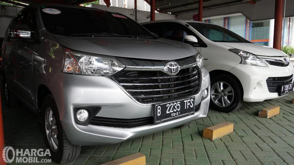 Foto Toyota Avanza bekas di sebuah dealer