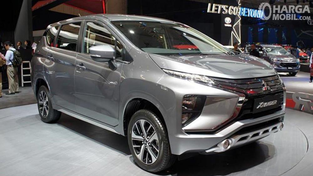 Foto Mitsubishi Xpander tampak dari samping depan