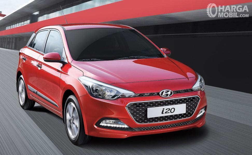 Foto Hyundai i20 tampak dari samping depan