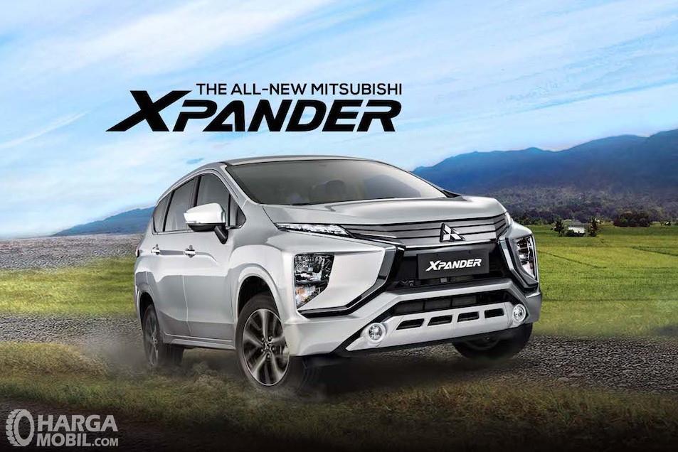 Foto Mitsubishi Xpander tampak samping depan
