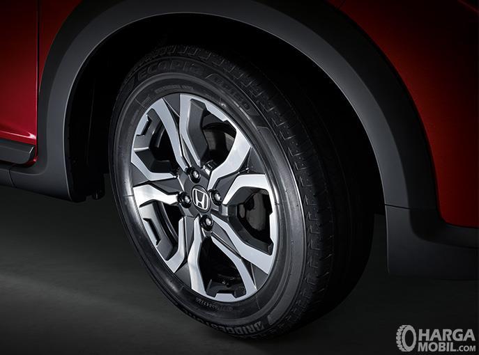 Eksterior samping Honda WRV 2019 dilengkapi dengan pelek Gunmetal Finish berukuran 16 inci