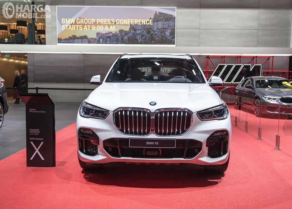 Foto BMW X5 2018 tampak dari depan