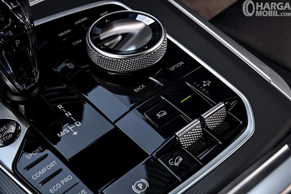 Foto kontrol operasi BMW X5 2018
