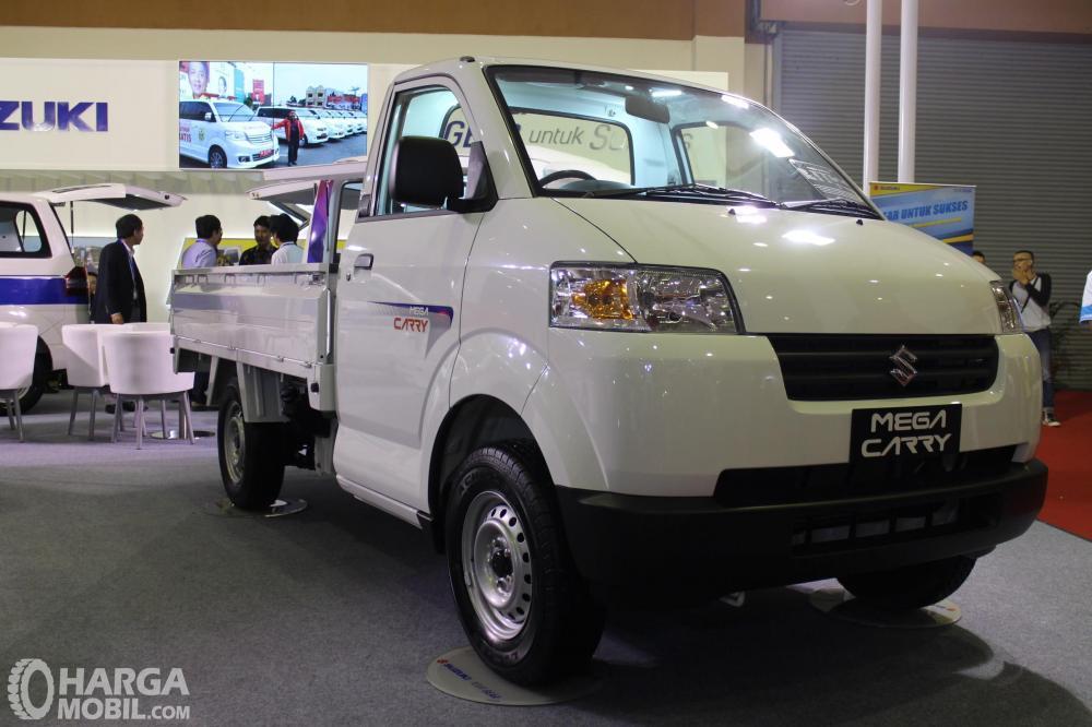 Foto Suzuki Mega Carry tampak dari samping depan