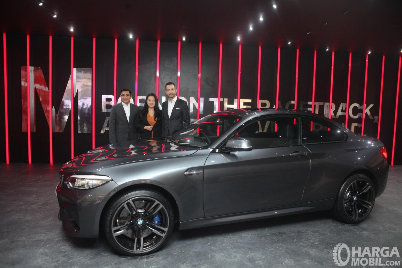 Foto BMW M2 Coupé LCI 2018 tampil di GIIAS 2018