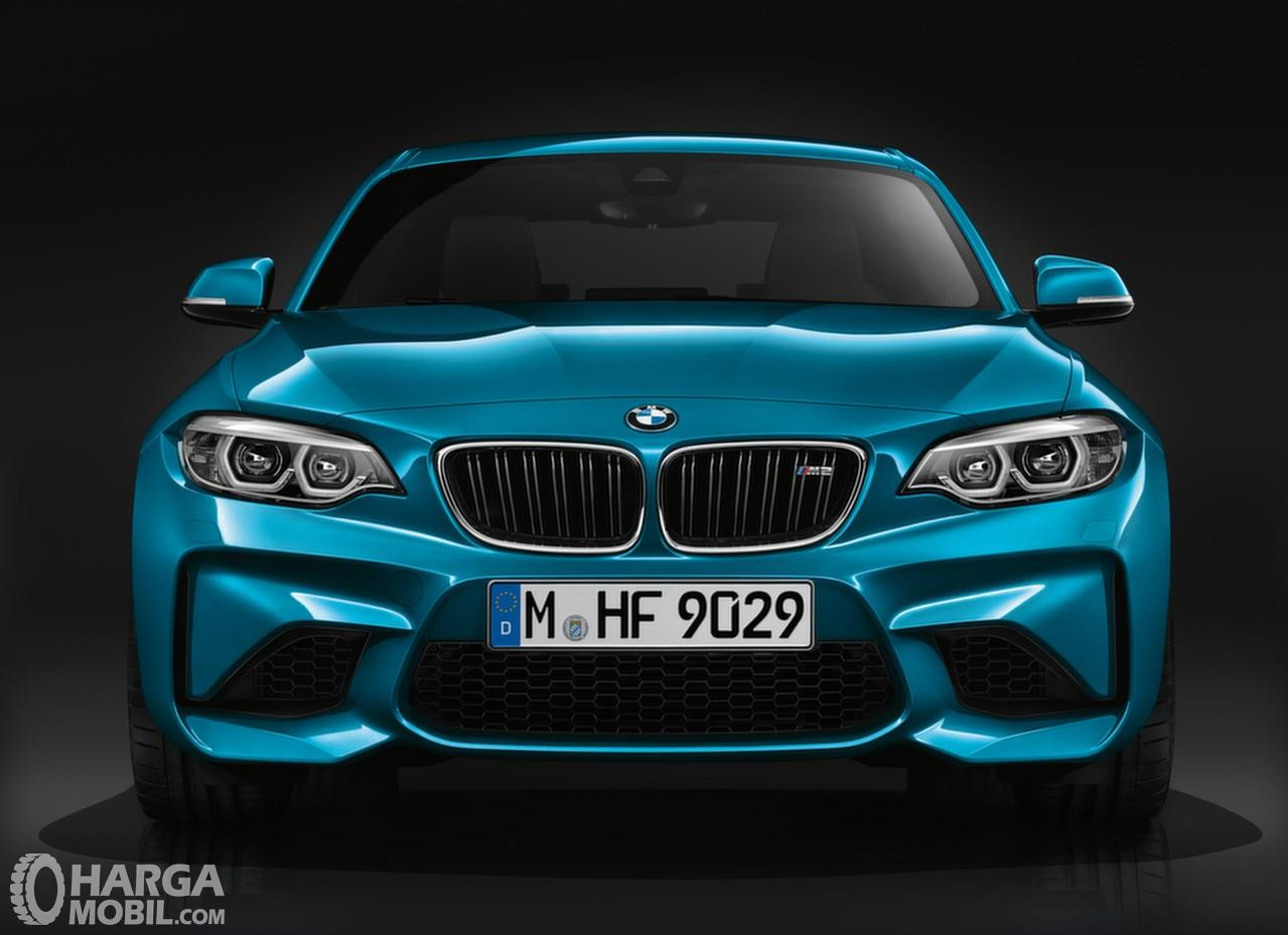 Foto bagian depan BMW M2 Coupe 2018
