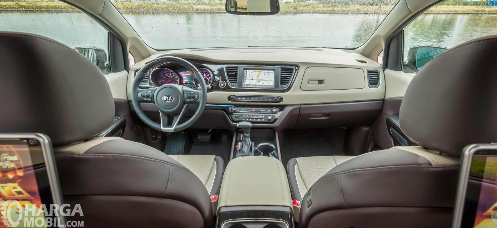 Dashboard KIA Sedona 2019 menyajikan kesan ergonomis dan elegan