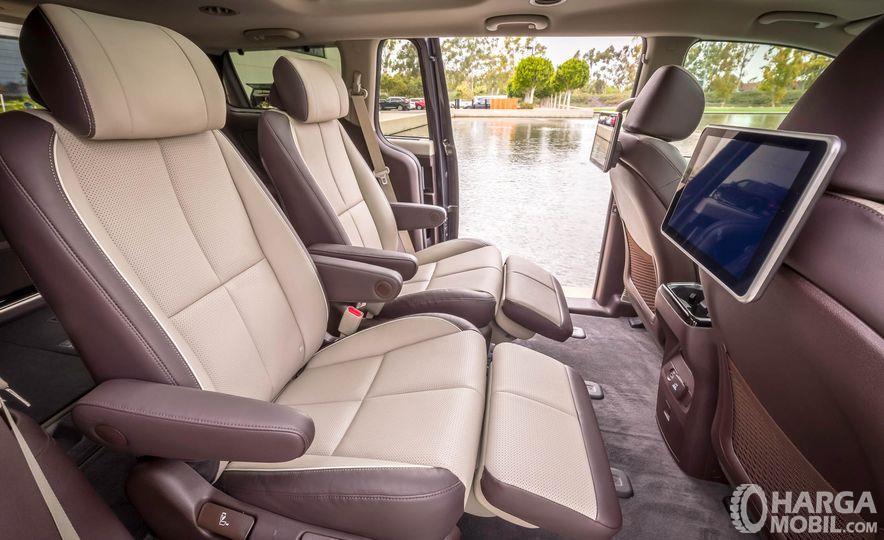 Kursi KIA Sedona 2019 menyajikan tatanan elegan lewat desain Captain Seat di bangku kedua