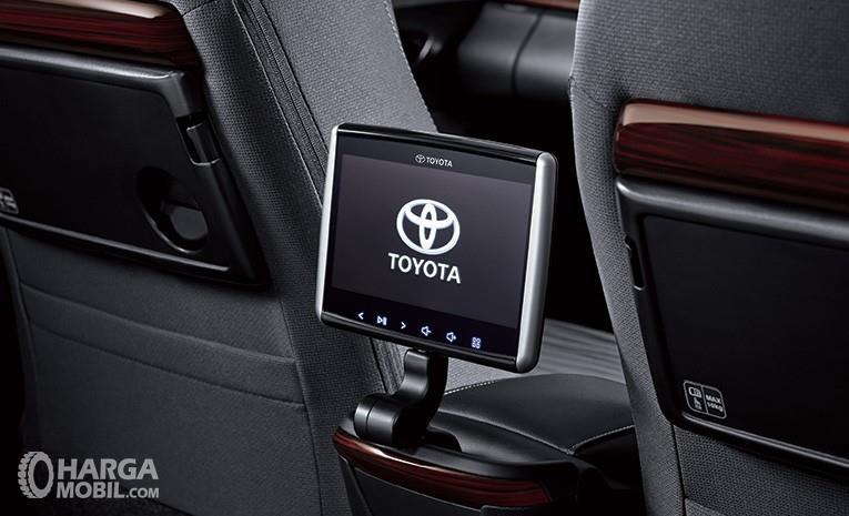 Fitur hiburan Toyota Kijang Innova Q 2018 menyediakan hiburan di bangku belakang