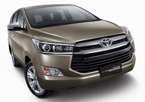 Eksterior depan Toyota Kijang Innova Q 2018 menyuguhkan desain Grille baru