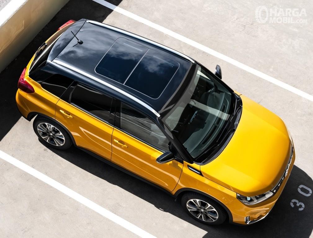 Fitur hiburan Suzuki Vitara 2019 sudah menghadirkan Panoramic Sunroof dan panel MID berukuran 4,9 inci