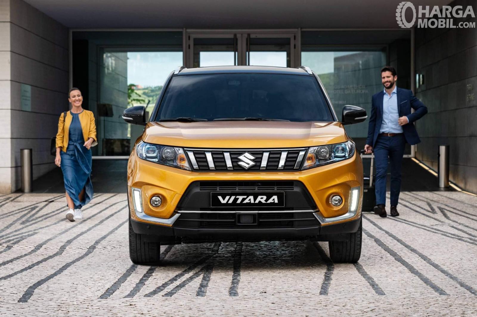 Eksterior depan Suzuki Vitara 2019 menghadirkan dua buah lampu LED Projector pada varian tertingginya