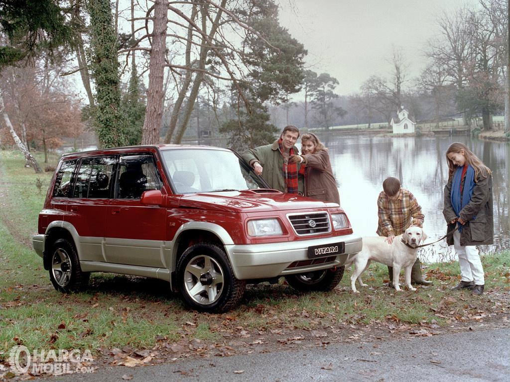Generasi pertama Suzuki Vitara seringkali disebut Side Kick di Amerika