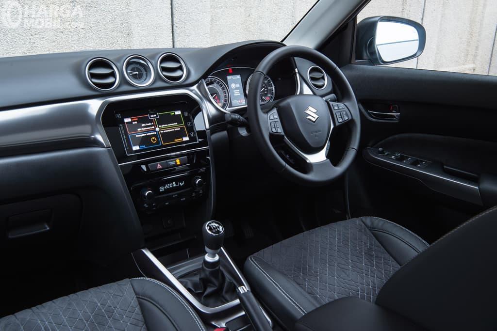 Dashboard Suzuki Vitara 2019 menyajikan berbagai fitur hiburan menarik serta dilengkapi bahan berkualitas