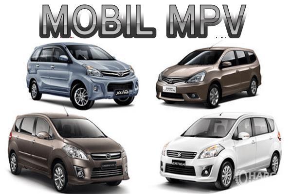 Gambar ini menunjukkan 4 buah mobil dalam segmen MPV dengan merek berbeda