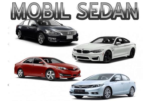 Gambar ini menunjukkan 4 buah mobil sedan dengan warna yang berbeda