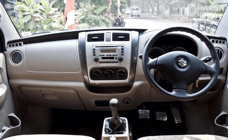 Gambar ini menunjukkan bagian dashboard dan kemudi mobil milik Suzuki APV 2016