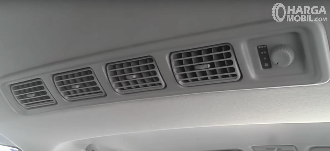 Gambar ini menunjukkan 4 buah kisi-kisi AC Mobil yang berjejer