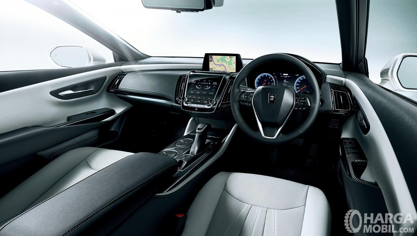 Dashboard Toyota Crown 2018 dilengkapi fitur mumpuni