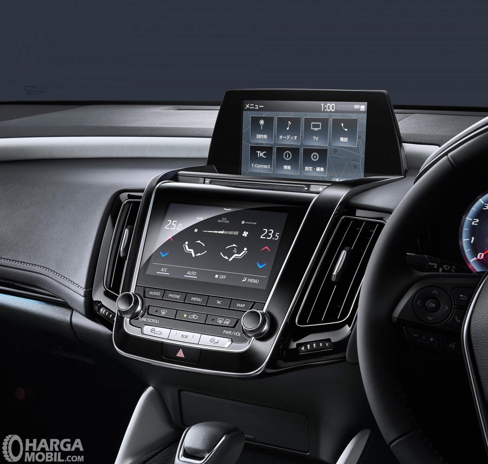 Fitur hiburan Toyota Crown 2018 tampil sangat lengkap yang siap menghibur seluruh penumpang