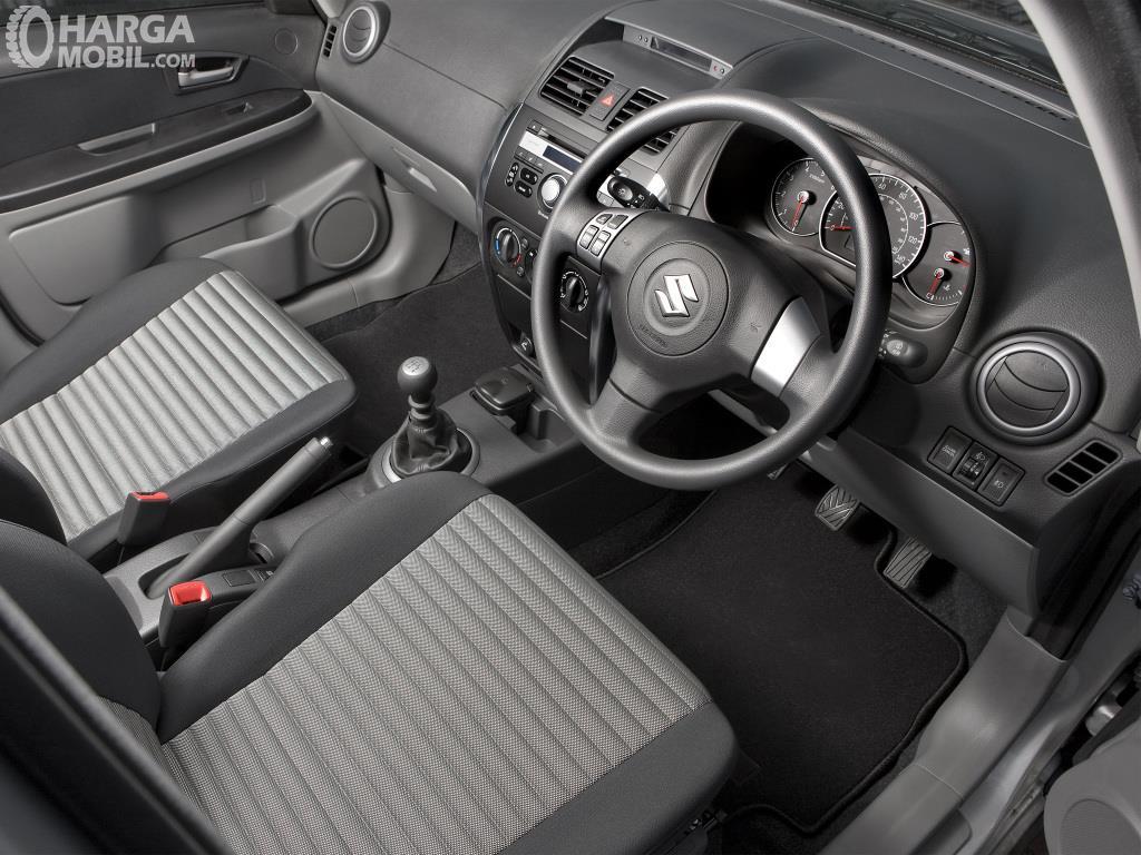 Setir Suzuki SX4 X-Over 2007 menggunakan model tiga palang