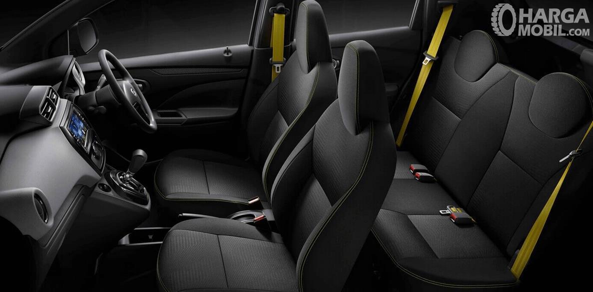 Gambar ini menunjukkan interior All New datsun Go dan terlihat kemudi dan kursi serta dashboardnya