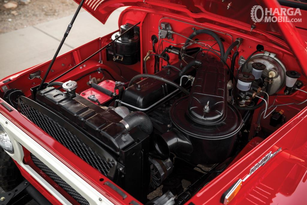 Operasi mesin Toyota Hardtop 1960 menawarkan dua pilihan yakni 3.9 Liter dan 4.2 Liter