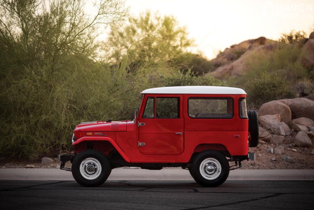 Eksterior samping Toyota Hardtop 1960 terlihat ikonik khususnya pada bagian atapnya