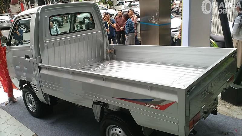 Bagian samping Suzuki Carry Pickup 2018