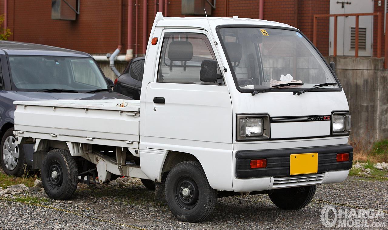 Foto Suzuki Carry Truck (DA71T) 1985 tampak samping depan