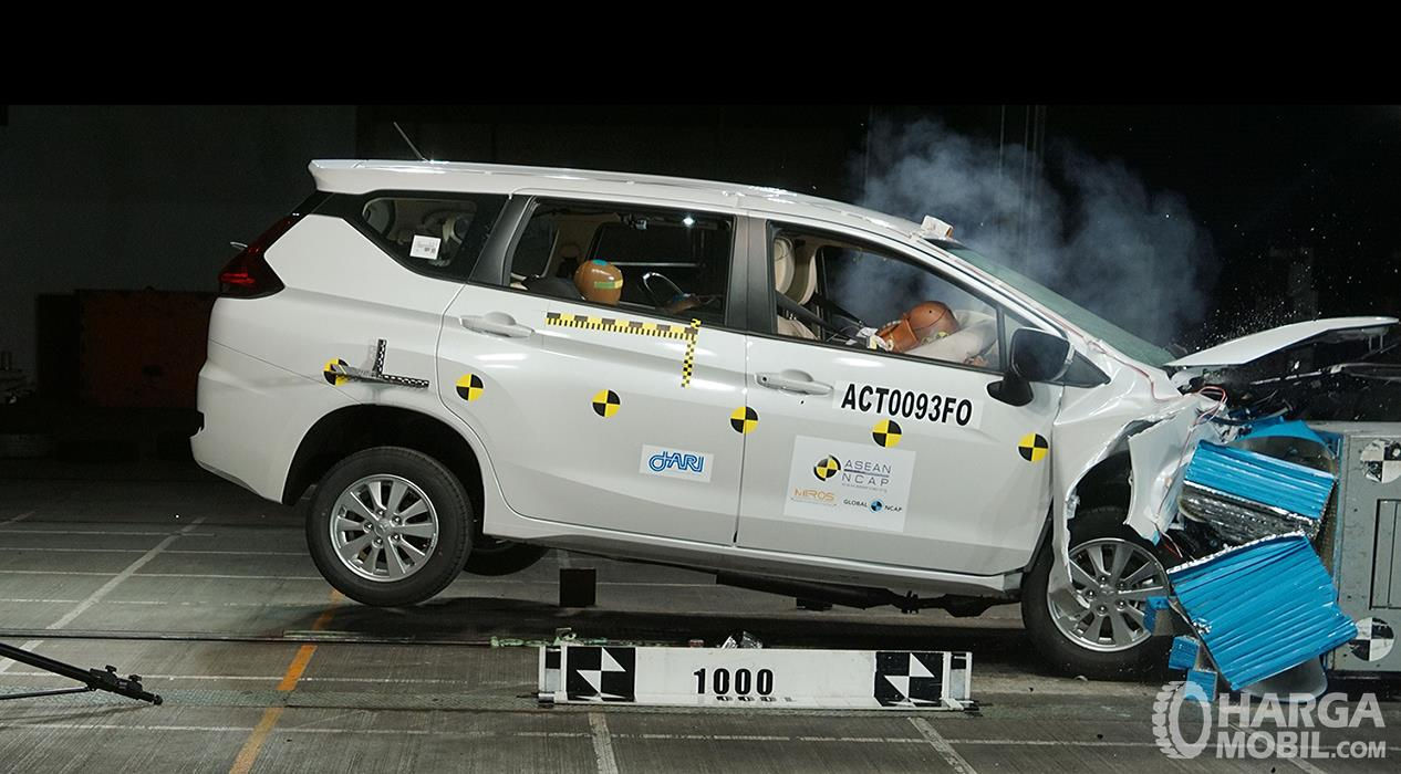 Foto uji tabrak Mitsubishi Xpander