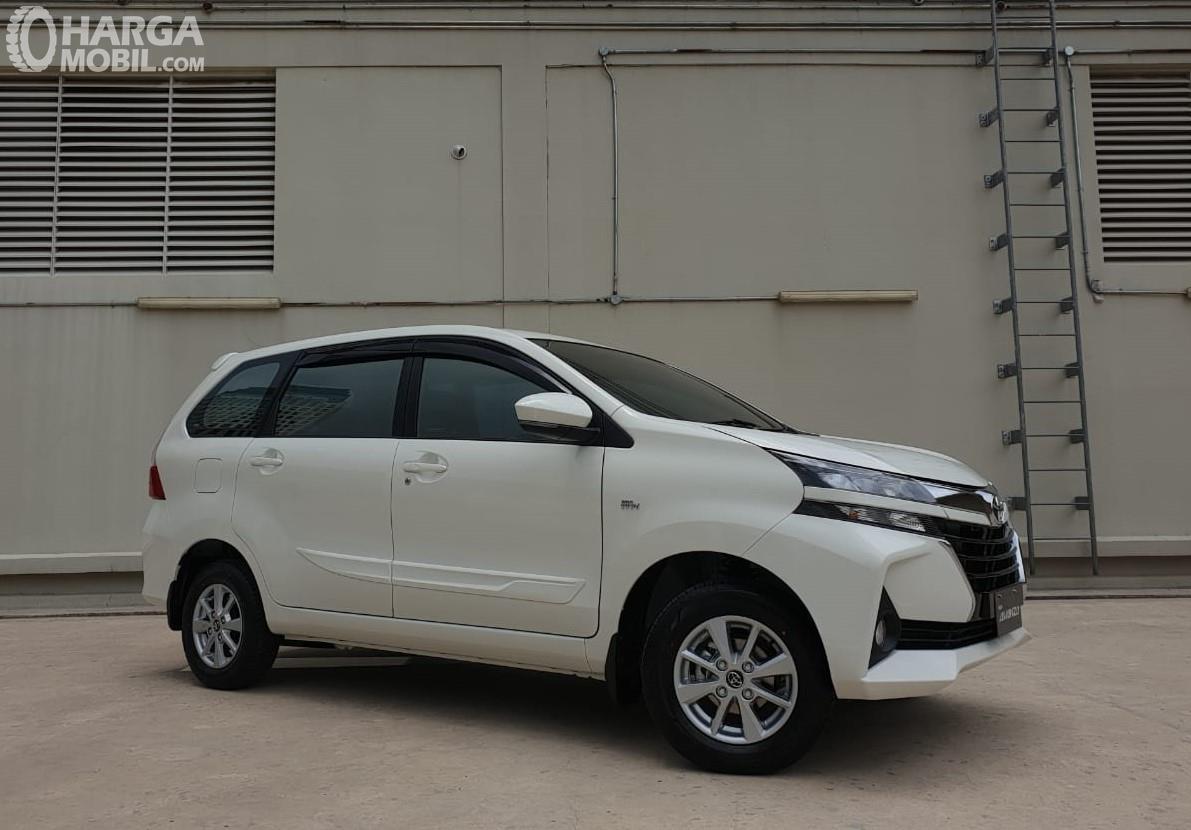 Foto Toyota Avanza 2019 tampak samping
