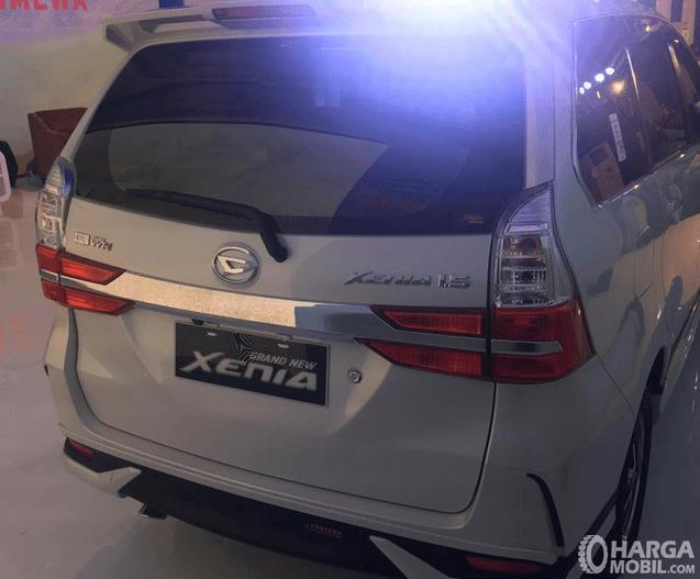 Gambar ini menunjukkan bagian belakang Daihatsu Grand New Xenia R 1.5 MT Deluxe 2019