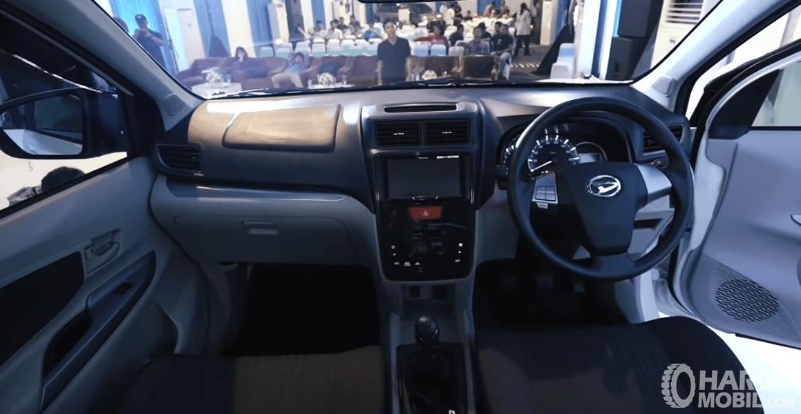 Gambar ini menunjukkan bagian dashboard dan kemudi Daihatsu Grand New Xenia R 1.5 MT Deluxe 2019