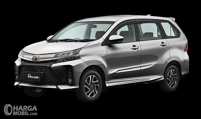 Gambar ini menunjukkan mobil Toyota New Veloz 2019 warna Silver Mica tampak samping