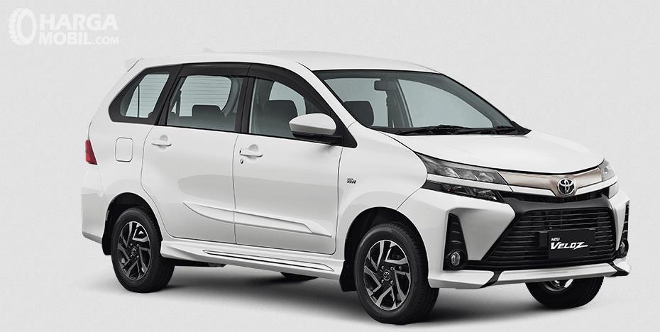 Gambar Ini menunjukkan Toyota New Veloz tipe 1.5 Liter 2019 warna putih