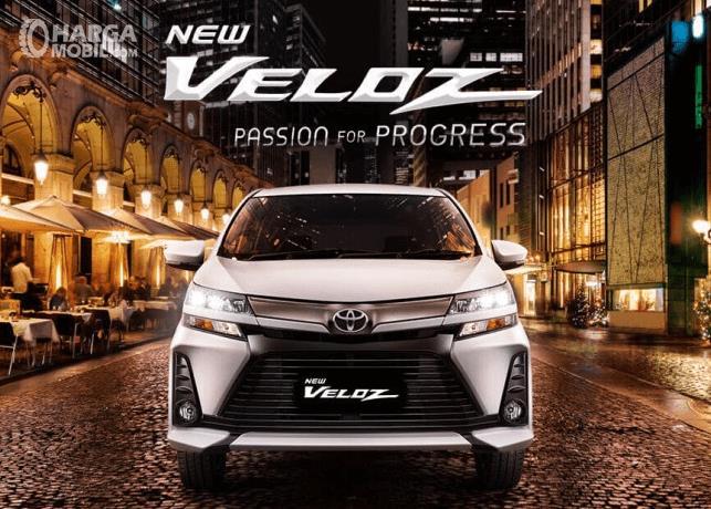 Gambar ini menunjukkan mobil Toyota New Veloz 2019 tampak depan