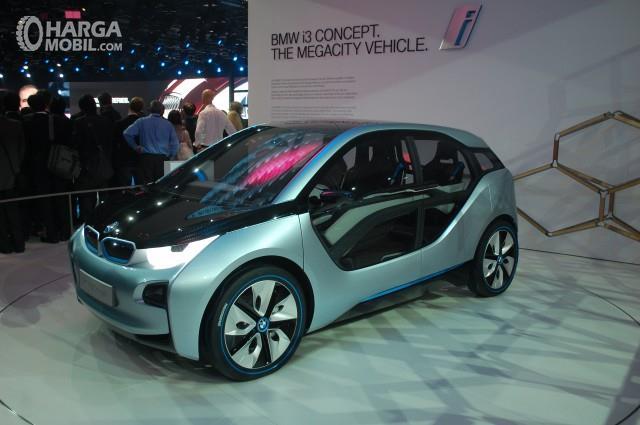 BMW i3 Concept 2011 menjadi sosok andalan pertama sebelum akhirnya dipasarkan secara resmi
