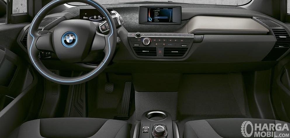 Dashboard BMW i3 2014 menawarkan berbagai pilihan bodi trim