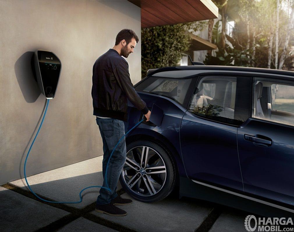 Fitur pengisian bahan bakar BMW i3 2014 menawarkan panel i-Wallbox