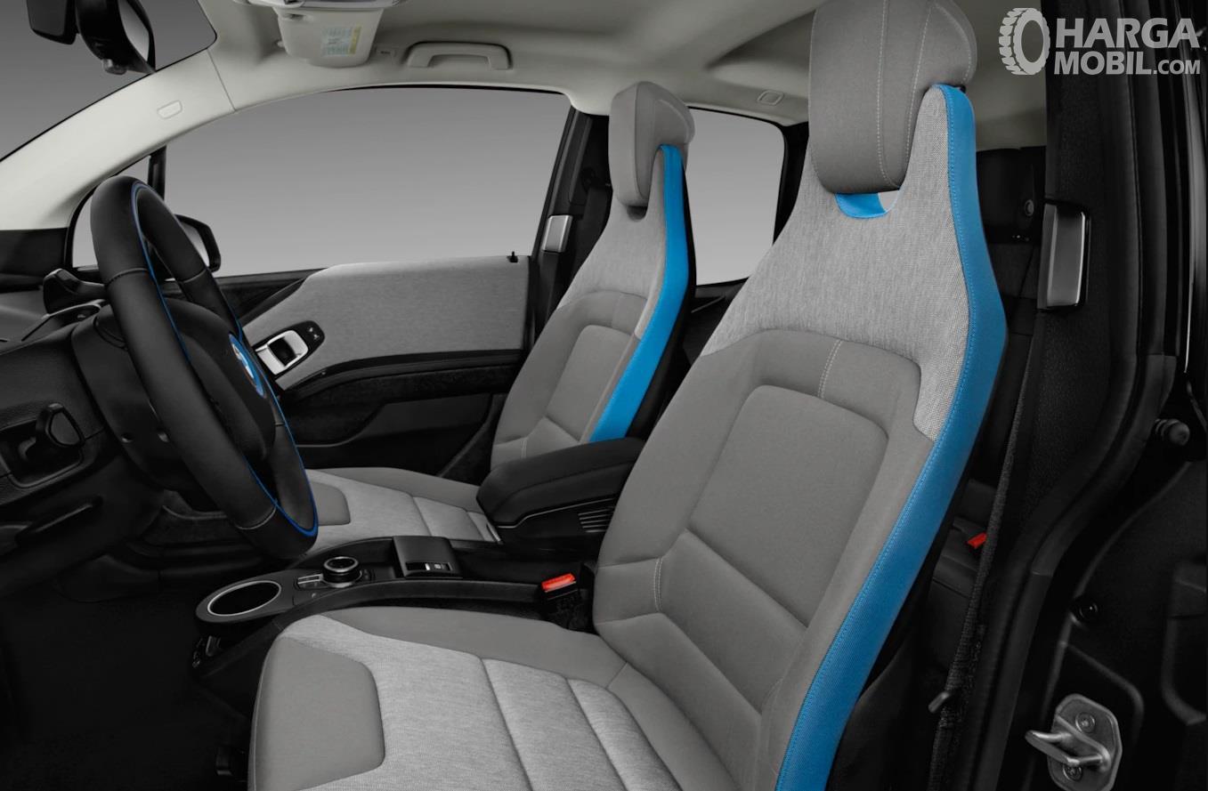 Kursi BMW i3 2017 menawarkan kenyamanan lebih khususnya dalam hal akomodasi