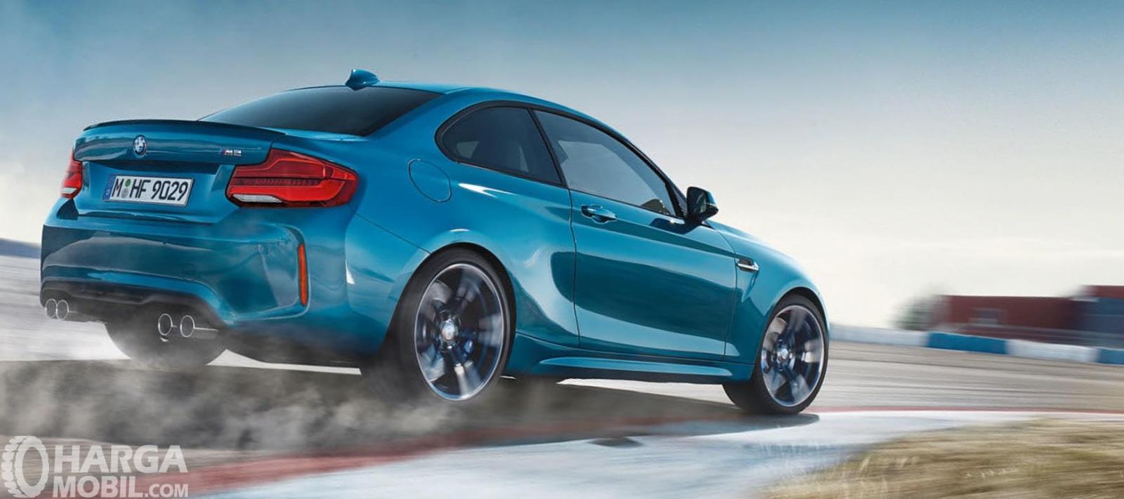 Eksterior belakang BMW M2 Coupe 2018 terlihat cukup mengesankan dengan dua Dual Exhaust