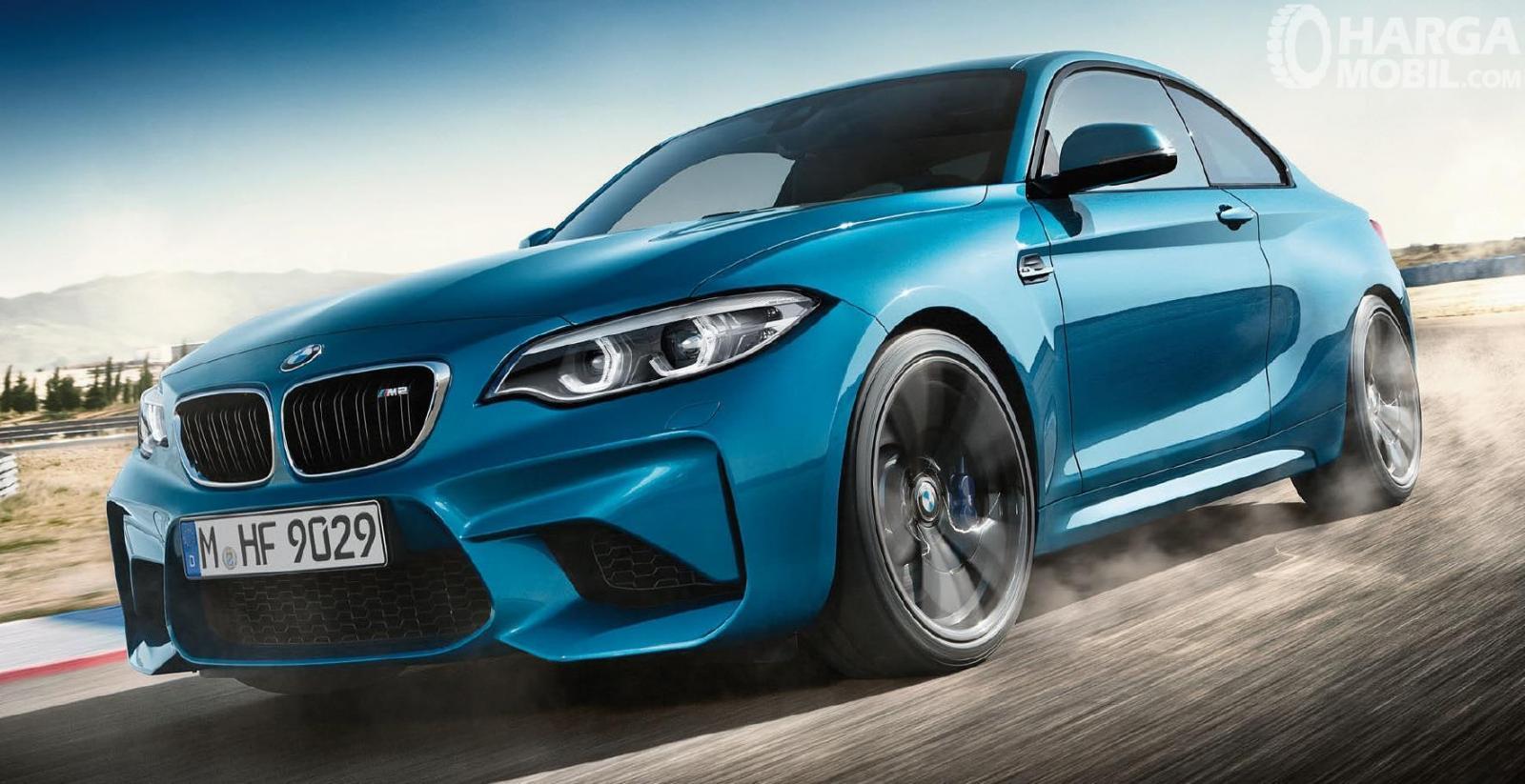 Eksterior depan BMW M2 Coupe 2018 terlihat sangat menarik serta agresif khususnya dalam desain bemper