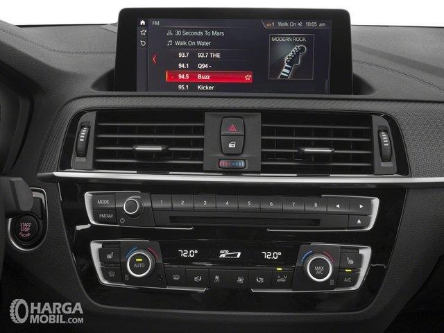 Fitur hiburan BMW M2 Coupe 2018 menggunakan layar berukuran 8,8 inci
