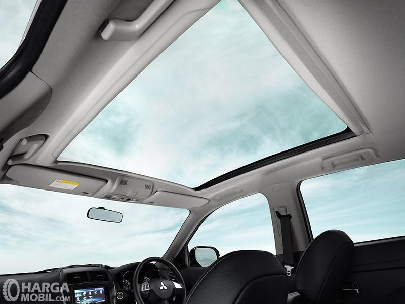 Foto panoramic roof Mitsubishi Outlander Sport