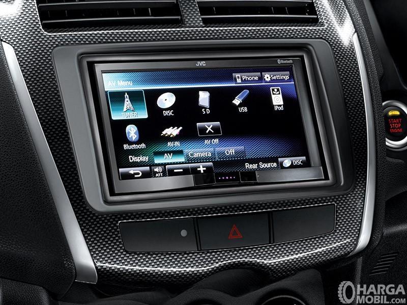 Foto fitur hiburan Mitsubishi Outlander Sport