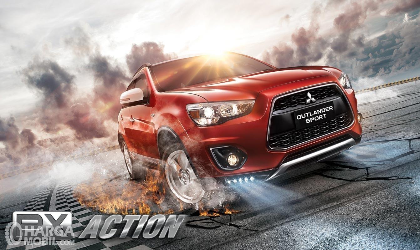 Foto Mitsubishi Outlander Sport PX Action tampak depan