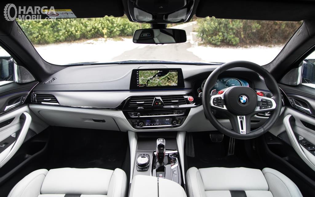 Dashboard BMW M5 2018 hadirkan berbagai fitur multifungsi
