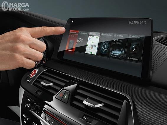 Fitur Hiburan BMW M5 2018 tampil sangat lengkap dan menggunakan teknologi canggih