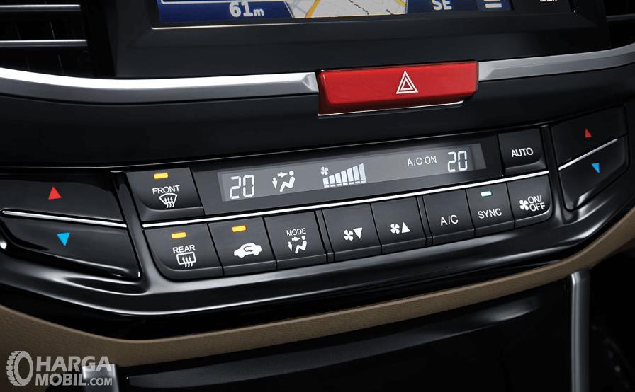 Gambar ini menunjukkan fitur Honda Accord yang terdapat pada dashboard mobil